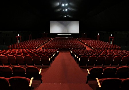 The Italian film world says no to the closing of cinemas